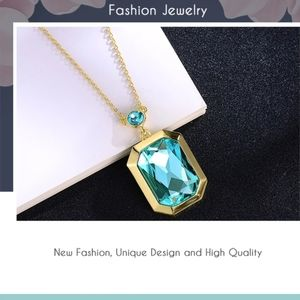 New 3D Blue Crystal Necklace